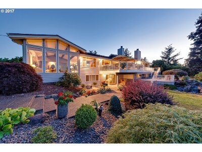 Milwaukie Single Family Home For Sale: 5325 SE Wallace Way