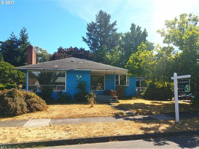 Portland Single Family Home For Sale: 11028 NE Flanders St