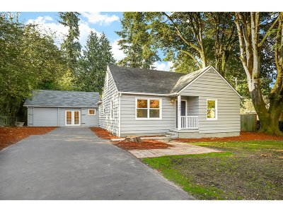 Portland Single Family Home For Sale: 7640 SW Cedarcrest St