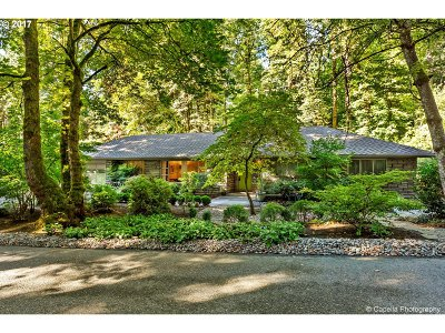 Lake Oswego Single Family Home For Sale: 236 Pine Valley Rd