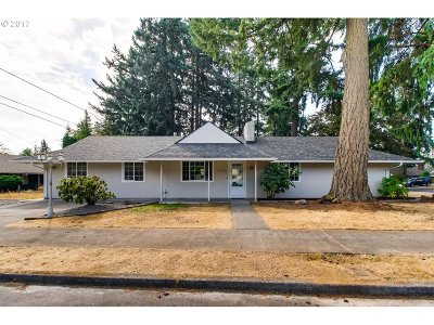 Single Family Home For Sale: 14634 SE Hawthorne Ct