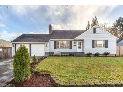 Multnomah County, Washington County, Clackamas County Single Family Home For Sale: 2720 17th Pl