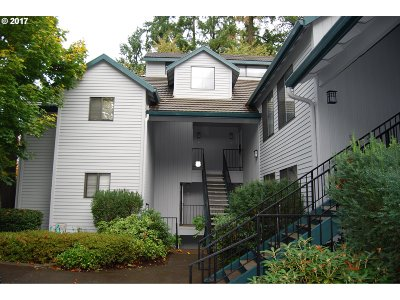 Lake Oswego Condo/Townhouse For Sale: 4000 Carman Dr #C45