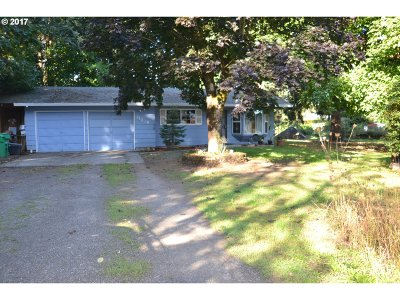 Milwaukie, Gladstone Single Family Home For Sale: 11819 SE Stanley Ave