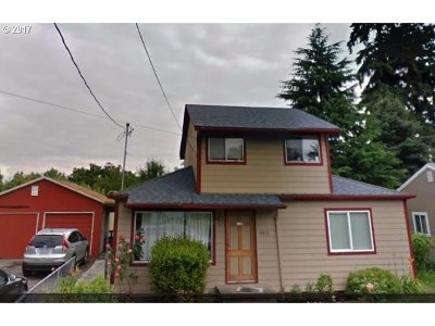 Single Family Home For Sale: 11835 SE Lincoln St