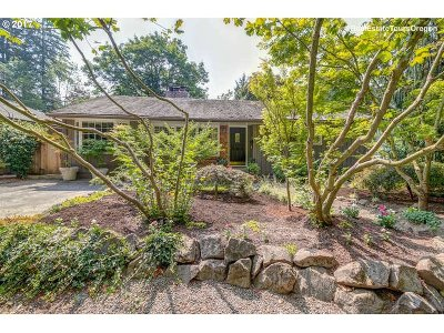 Lake Oswego Single Family Home For Sale: 820 Lake Forest Dr