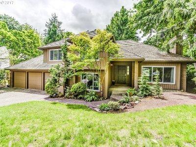 Lake Oswego Single Family Home For Sale: 18120 Delenka Ln
