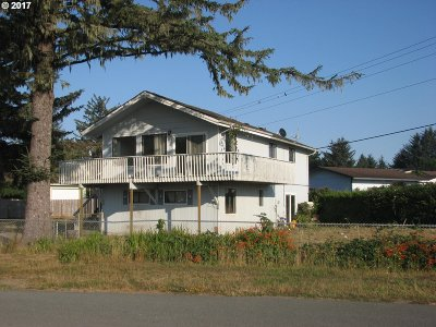 Brookings OR Single Family Home For Sale: $225,000
