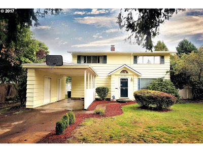Portland Single Family Home For Sale: 3150 SE 164th Ave