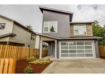 Milwaukie, Gladstone Single Family Home For Sale: 2611 SE Laurel St