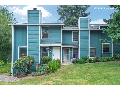 Tigard Condo/Townhouse For Sale: 7915 SW Fanno Creek Dr #1