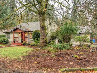 Milwaukie, Gladstone Single Family Home For Sale: 15107 SE Fairoaks Ave