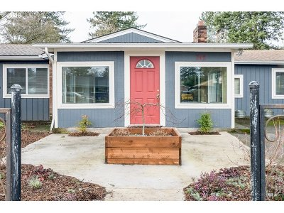 Portland Single Family Home For Sale: 2421 SE 190th Ave