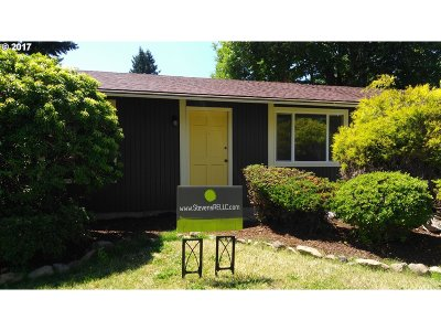 Milwaukie Single Family Home For Sale: 8532 SE Jennings Ave