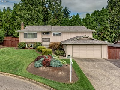 Milwaukie Single Family Home For Sale: 5457 SE Cornish Ct