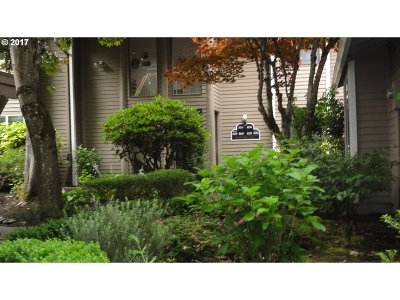 Wilsonville, Canby, Aurora Condo/Townhouse For Sale: 8256 SW Woodbridge Ct