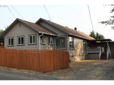 Coquille OR Single Family Home For Sale: $219,000