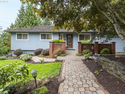 Lake Oswego Single Family Home For Sale: 2 El Greco St