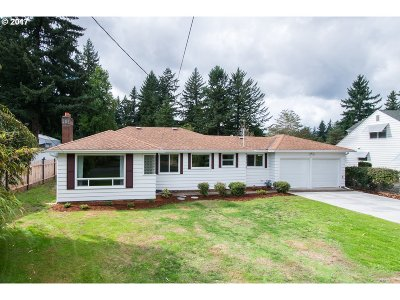 Portland Single Family Home For Sale: 3809 SE 154th Ave