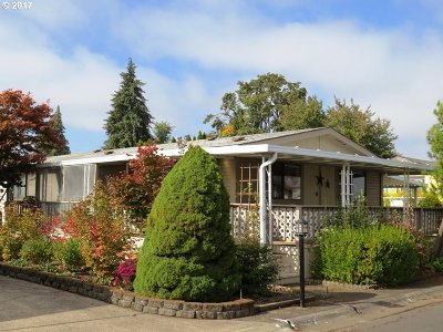 Eugene Single Family Home For Sale: 1800 Lakewood Ct Sp 150