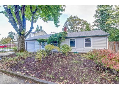 Portland Single Family Home For Sale: 1806 SE 112th Ave