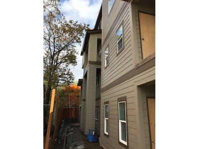 Condo/Townhouse For Sale: 5321 NE Irving St #E