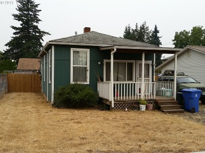 Milwaukie Single Family Home For Sale: 9821 SE Bell Ave