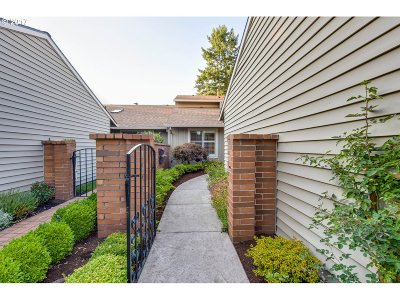 Tigard Single Family Home For Sale: 15755 SW Oakhill Ln
