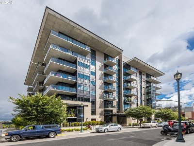 Portland Condo/Townhouse For Sale: 1830 NW Riverscape St #407