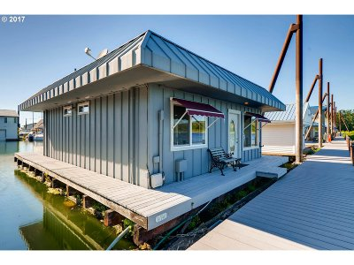 Portland Single Family Home For Sale: 18989 NE Marine Dr