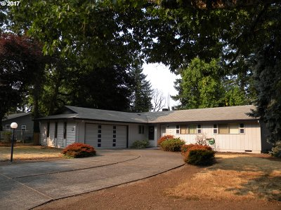 Milwaukie Single Family Home For Sale: 13755 SE Maple Ln