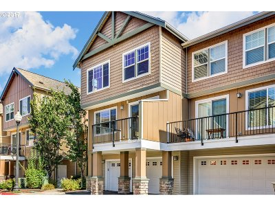 Portland Condo/Townhouse For Sale: 685 NW Falling Waters Ln #101