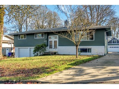 Milwaukie, Gladstone Single Family Home For Sale: 6730 Londonderry Ln