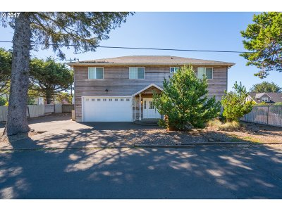 Lincoln City Single Family Home For Sale: 2054 NW 51st St