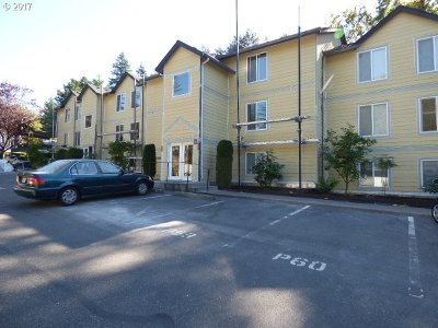 Clackamas County, Columbia County, Jefferson County, Linn County, Marion County, Multnomah County, Polk County, Washington County, Yamhill County Condo/Townhouse For Sale: 7929 SW 40th Ave #I