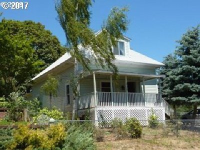Myrtle Creek Single Family Home For Sale: 335 NW Division St