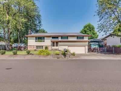 Milwaukie Single Family Home For Sale: 5681 SE Byron Dr