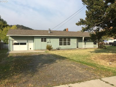 La Grande OR Single Family Home Pending: $128,000