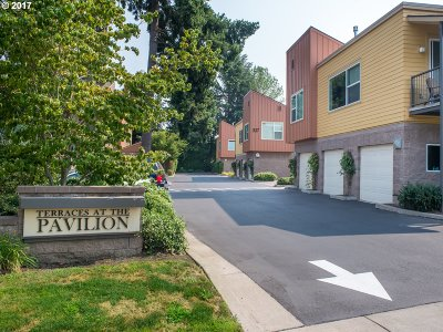 Eugene Condo/Townhouse For Sale: 327 Rustic Pl #35