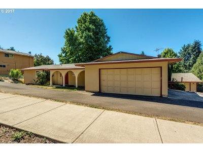 Clackamas Single Family Home For Sale: 14031 SE Big Timber Ct