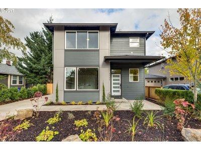 Single Family Home For Sale: 5035 SE Knapp St