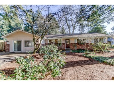 Lake Oswego OR Single Family Home For Sale: $449,900