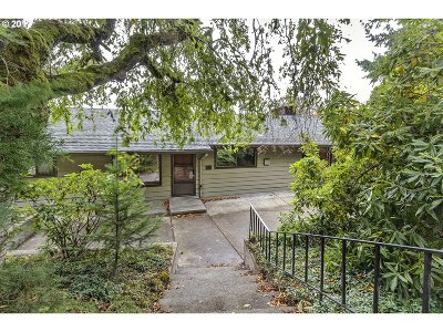 Portland Single Family Home For Sale: 955 SW Westwood Dr