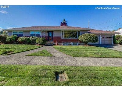 Portland Single Family Home For Sale: 6645 NE 32nd Pl