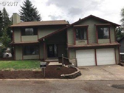 Milwaukie Single Family Home For Sale: 12372 SE Ash Ct