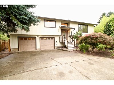 Tigard Single Family Home For Sale: 12180 SW Merestone Ct