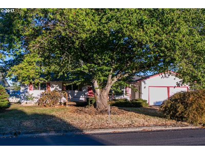 Springfield Single Family Home For Sale: 2435 16th St