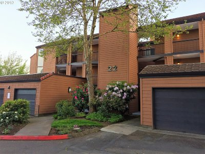 Lake Oswego Condo/Townhouse For Sale: 154 Oswego Smt #Blg22