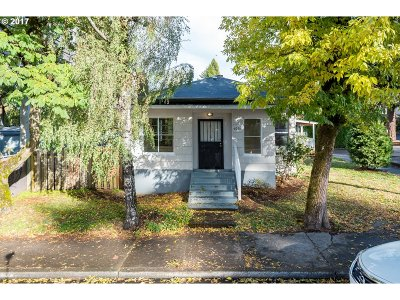 Portland Single Family Home For Sale: 6018 SE 122nd Ave