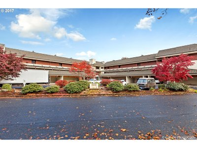 Portland Condo/Townhouse For Sale: 5150 SW Landing Dr #103B2